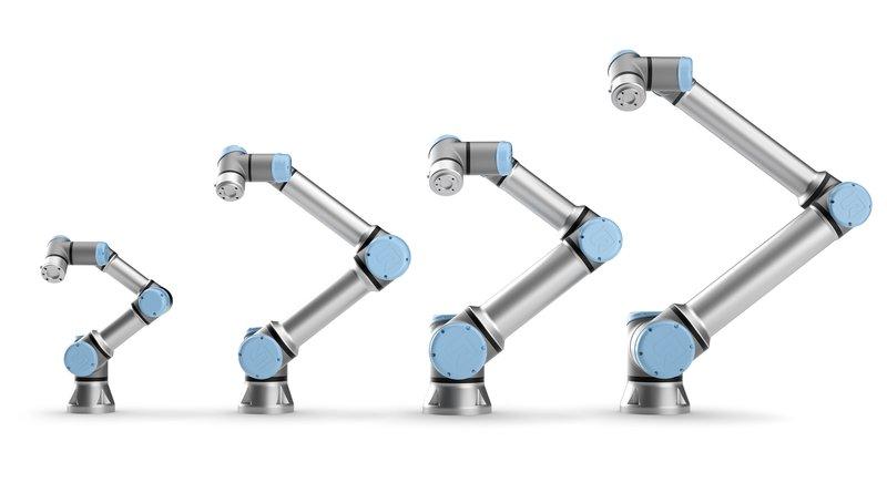 Alle vier UR Roboter nebeneinander
